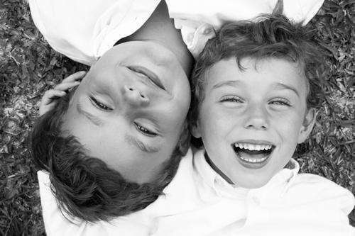 hermanos-blanco-negro