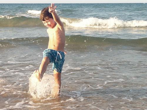 libertad-niño-playa