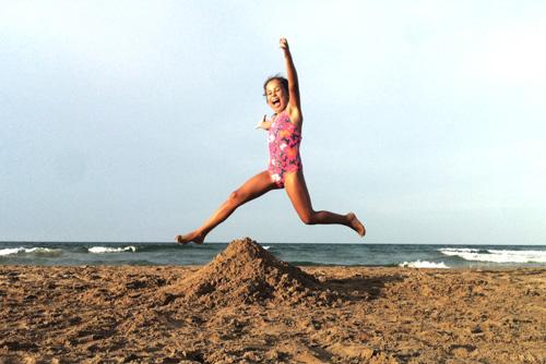 niña-libertad-salto