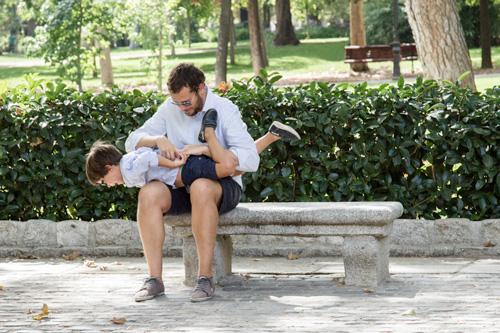 papa-hijo-jugando