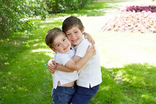 hermanos-abrazados