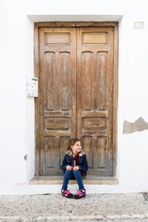 niña-puerta