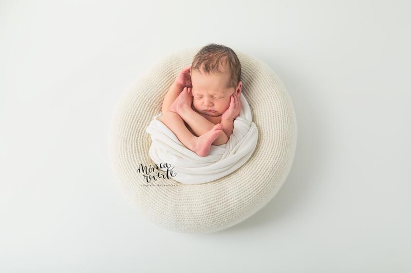 ¿Qué hacemos si tu bebé llora en la sesión? Fotografia de recién nacido en Madrid
