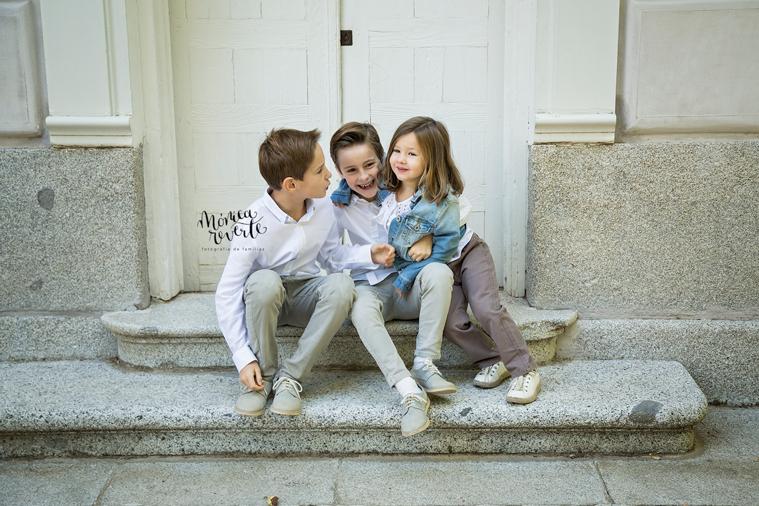 Reportajes de familias en Madrid: Sesión de fotos familiar de tres hermanos