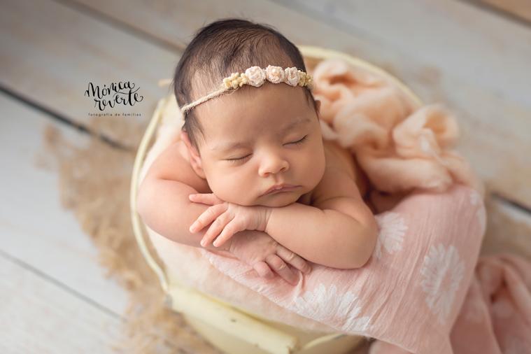 Sesión de fotos bebé recién nacido Madrid: con un mes también es posible.