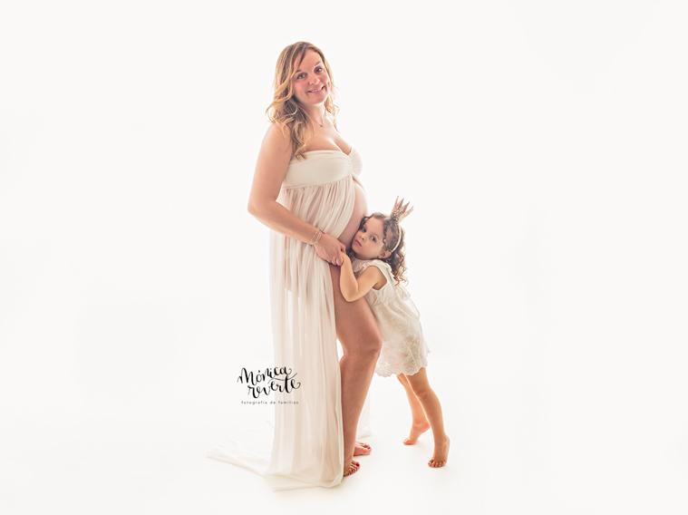 Fotos embarazo Madrid: toda la familia puede participar de este momento.