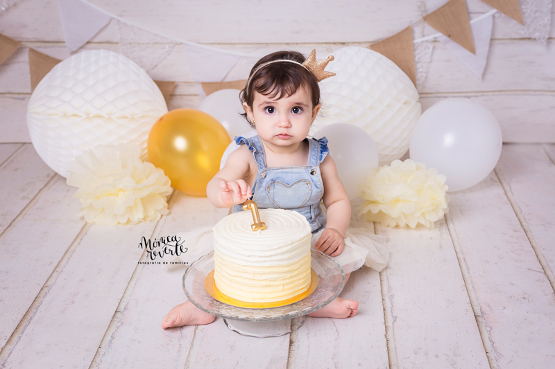 Sesión de fotos cumpleaños 1 año en Madrid con tarta